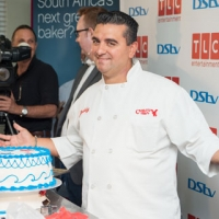 Cake-decorating-workshop-at-Buddy-Valstro-Client-Event